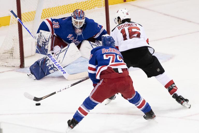 New York Rangers Henrik Lundqvist spelade den tredje perioden mot New Jersey.