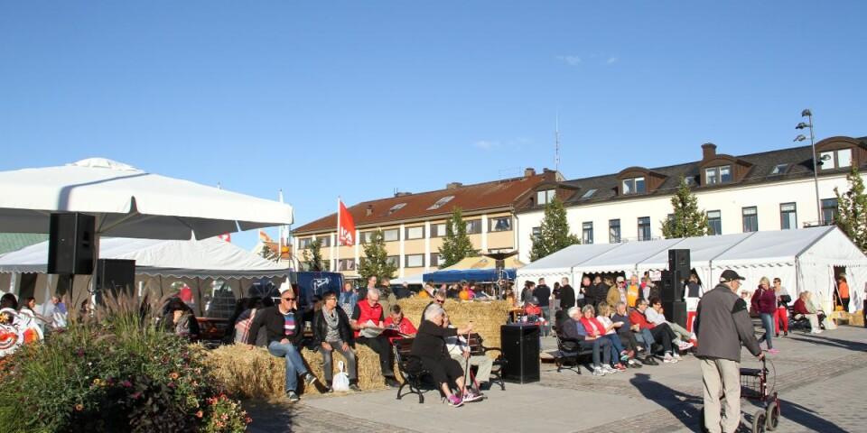Bilden är tagen vid en skördefest i Borgholm. I år blir det istället höstmys med halmbalar, pumpor, torghandel och extraöppet i butiker och restauranger.