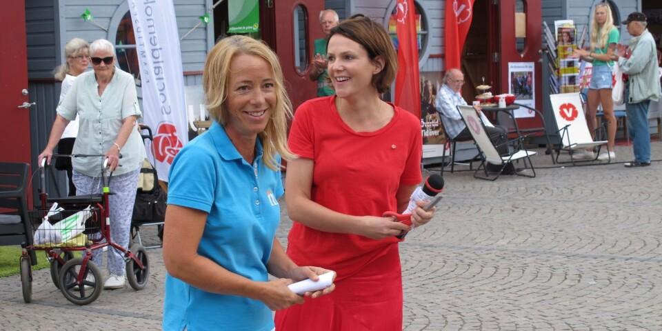 Sandra Bizzozero (S) och Camilla Brunsberg (M) enades genom att klippa invigninsbandet tillsammans.