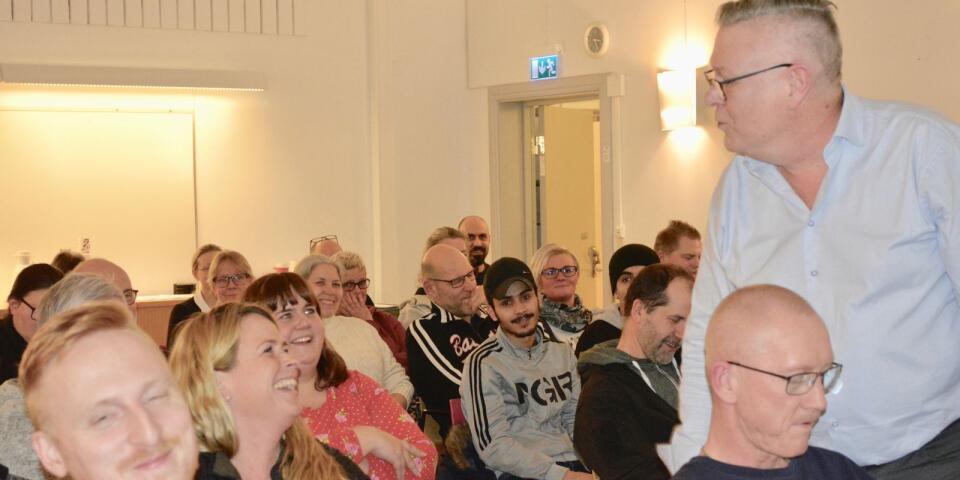 Janne Lundholm tipsade om saker att tänka på när man nattvandrar och lockade till skratt bland åhörarna.