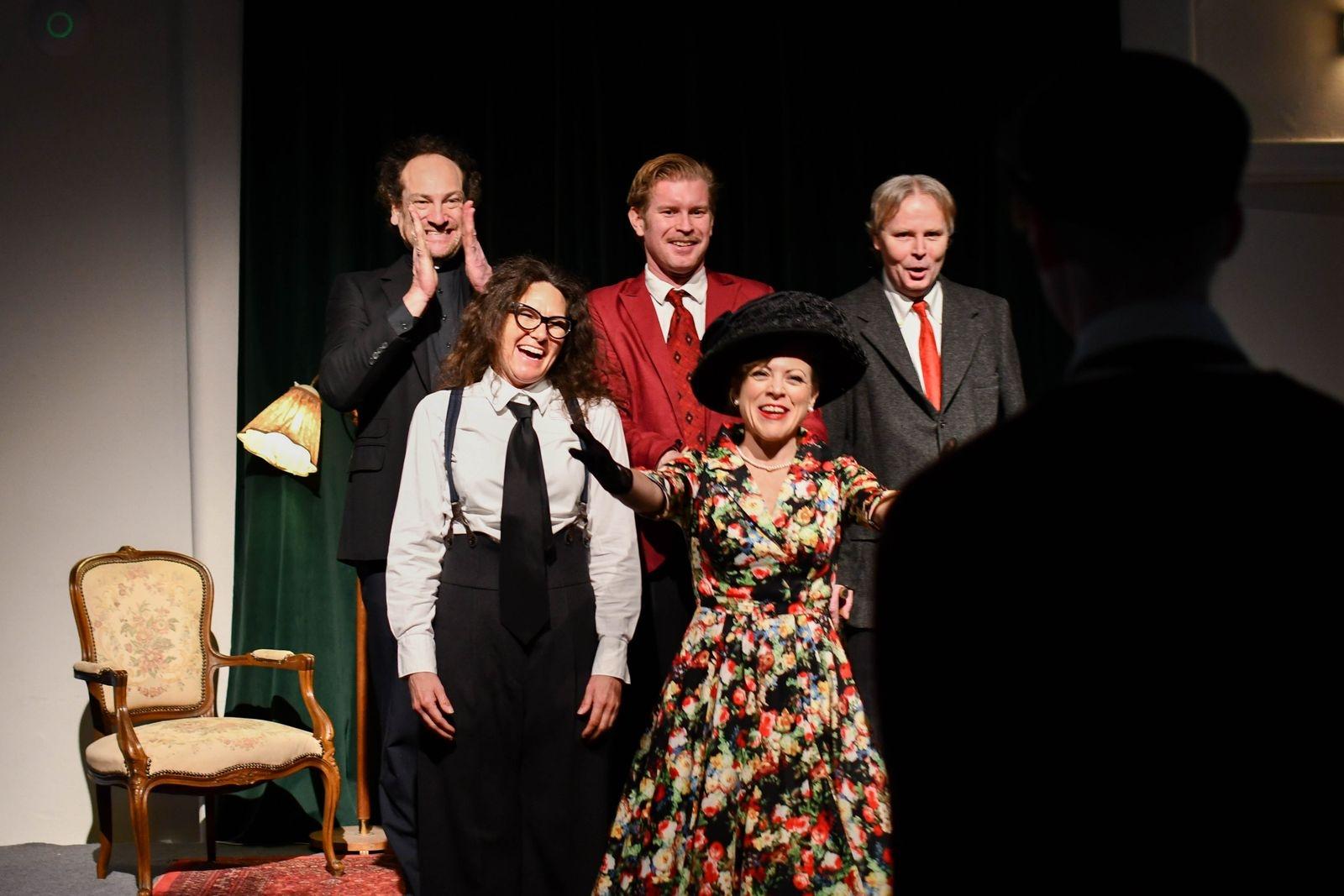 """Nästa projekt, efter mordgåtan, för Ystad Stadsteater blir farsen """"Kors i taket"""" på Ystad Teater i april och i sommar återkommer de med sin populära vandrande föreställning."""