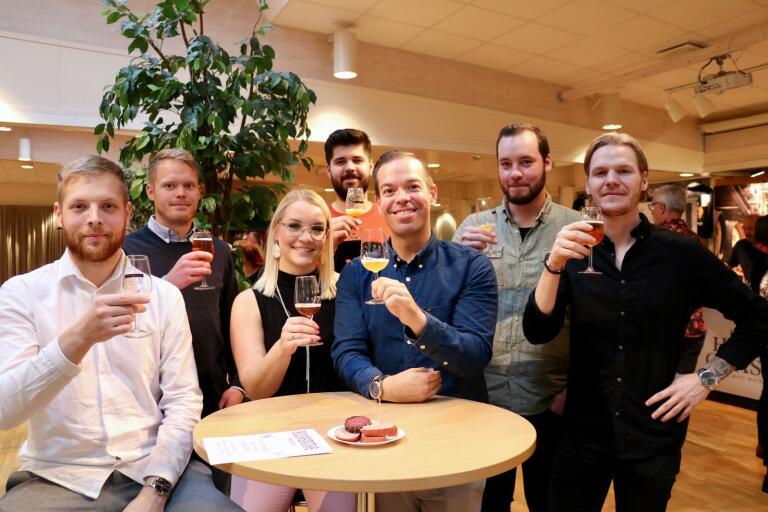 Marcus Hagert, Johan Andersson, Nathalie Börenskogh, Armin Drndo, Tom Petersson, Patrik Sjögren och Christoffer Ottosson trivdes på dryckesfestivalen i Oskarshamn.