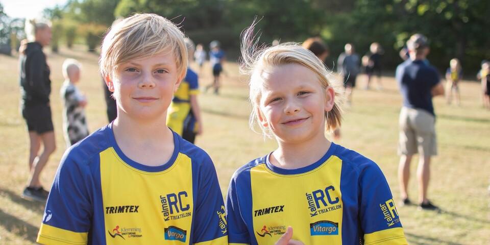 Pierre Ståhle och Vincent Persson är båda 10 år och har tränat med Kalmar RC i ett år. Pierre berättar att han även har tränat fotboll och handboll och Vincent har tränat både fotboll, triathlon och tennis. – Jag blir glad av att träna, jag tror det heter endorfiner som gör att jag blir glad, säger Vincent.