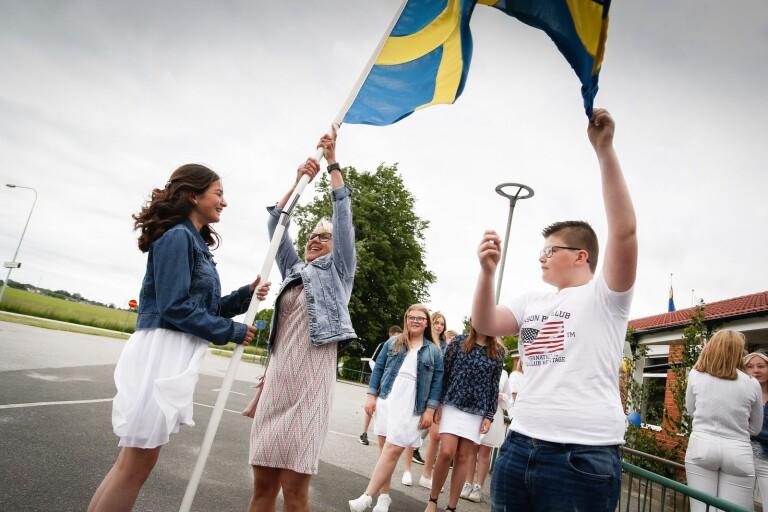 Flaggan i topp på skolavslutning