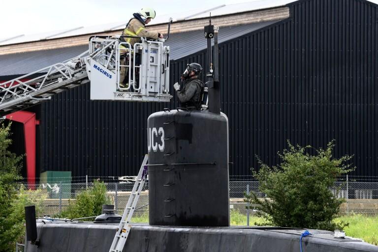 Danska polisens kriminaltekniker undersöker ubåten Nautilus. Mordet på Kim Wall skedde ombord i augusti i fjor.