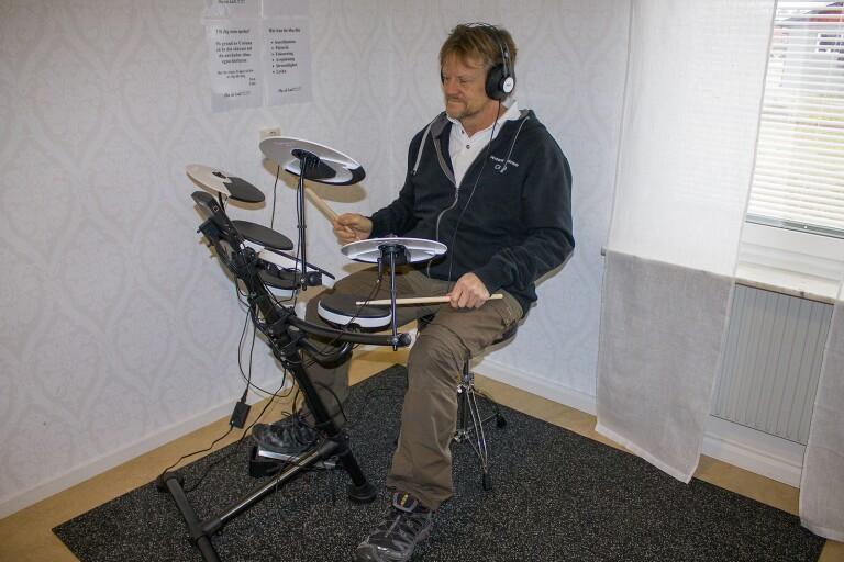Digitala trummor på Calles Hälsocenter