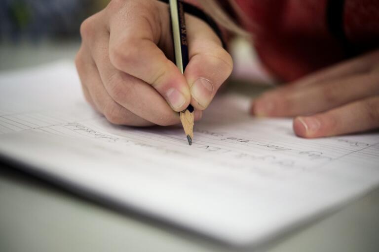 Fler skolelever ska få undervisning på distans, enligt ett förslag från regeringen. Arkivbild.