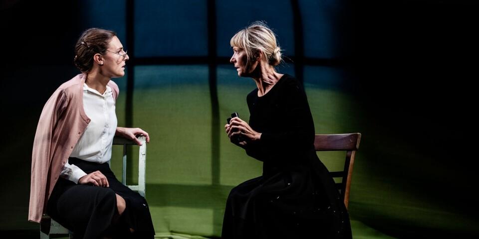 """Sandra Stojiljkovic och Kerstin Andersson i pjäsen """"Sidonie & Nathalie""""."""