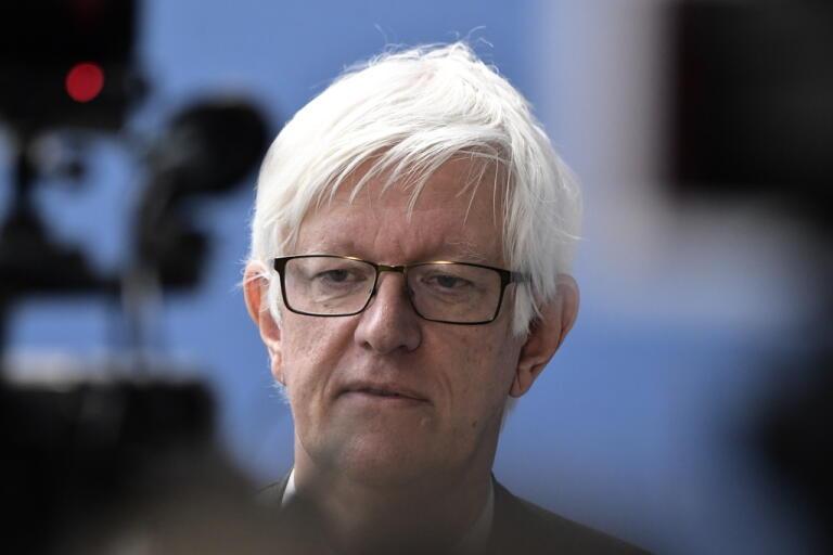 Folkhälsomyndighetens chef Johan Carlson är rädd för att lättnader i restriktioner skickar fel signal.