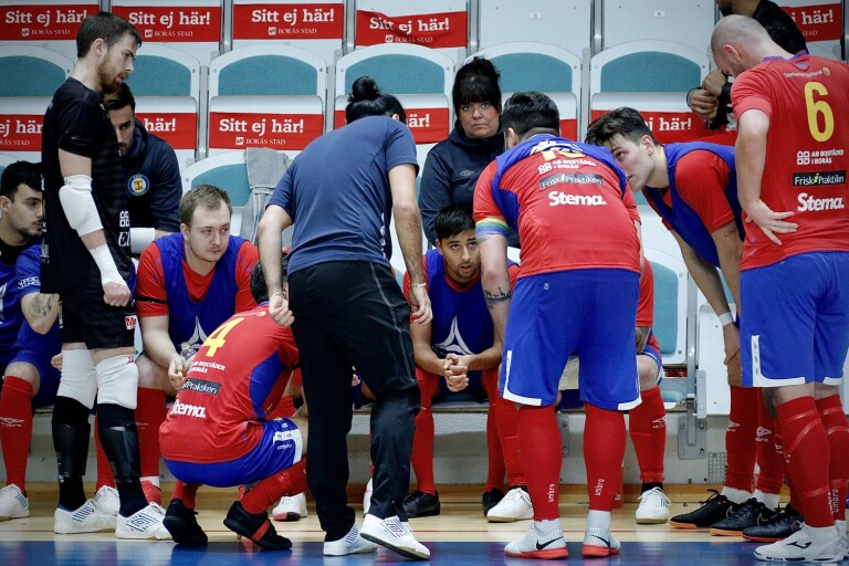 LIVE: Baik kryssade efter svängig match