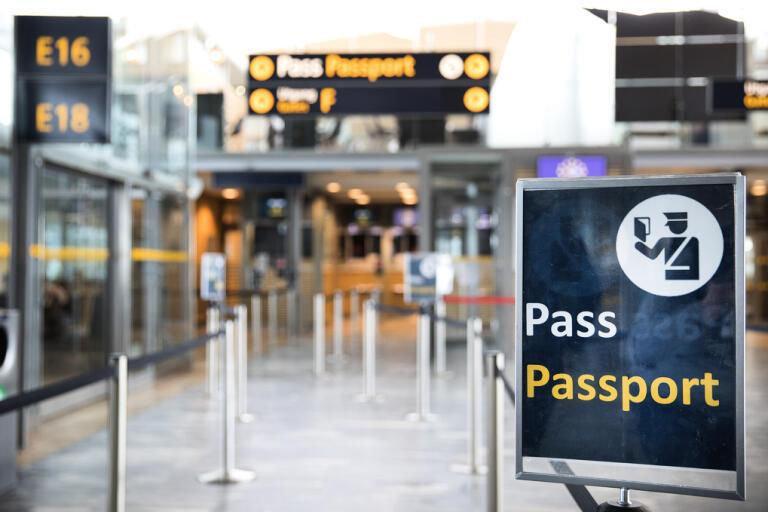 """""""En avrådan ska ses som en stark rekommendation att undvika resor, och som en signal om ett allvarligt säkerhetsläge och att man noga bör tänka över sitt beslut att resa"""", skriver departementssekreterare Anton Dahlquist till TT. Arkivbild."""