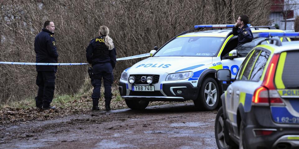 Den 20-åriga kvinnan hittades avliden i Vramsån i närheten av sitt hem i skånska Tollarp.