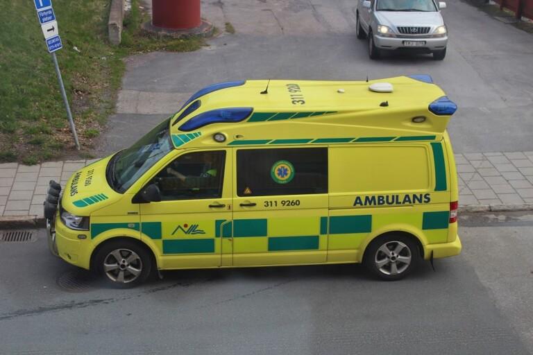 Person till sjukhus efter arbetsplatsolycka