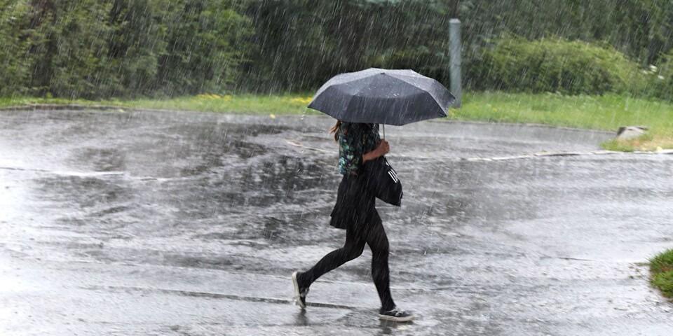 Inte en regnskur kan passera utan att vi skönjer klimatkatastrofen.