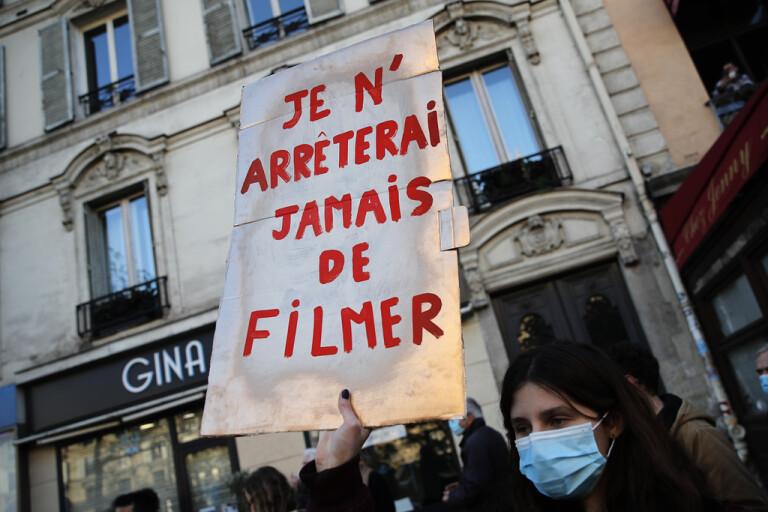 Ilska över polisvåld eldar på franska protester