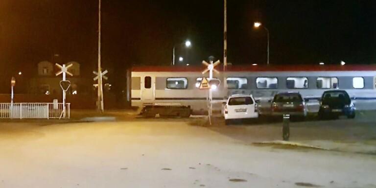 TV: Här kör tåget – trots att bommarna är uppfällda