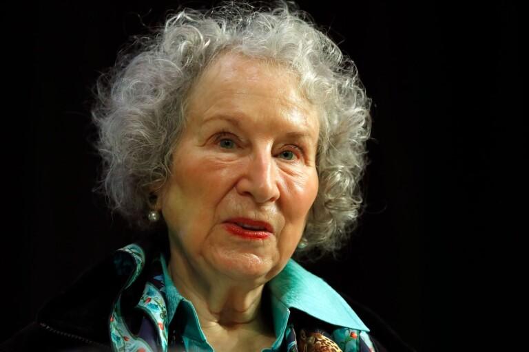 """Margaret Atwood tar """"Tjänarinnans berättelse"""" vidare efter succén med dramaserien """"The Handmaid's Tale"""", som baseras på boken."""