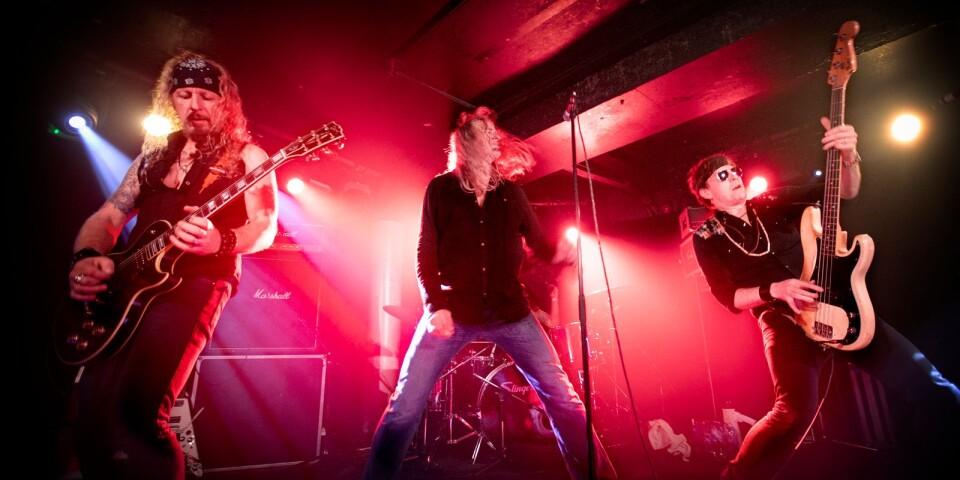 The Quill grundades på Mönsterås fritidsgård 1989. 30 år senare är de fortfarande på vägarna. Barometern-OT tog rygg på Christian Carlsson, Magnus Ekwall, Roger Nilsson och Jolle Atlagic före, under och efter en spelning på klassiska rockklubben Underworld i London.