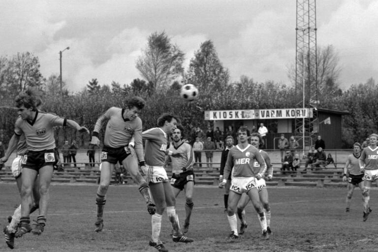 Fotboll, Grimsborg, division 2 södra. Grimsås IF - IFK Kristanstad 3-0. Per-Åke Knutsson nickar in 1-0