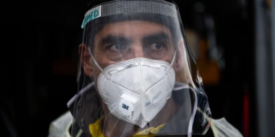 Mohamed Akrim kör covid-19 patienter varje dag. Hygien och säkerhet är viktigast.