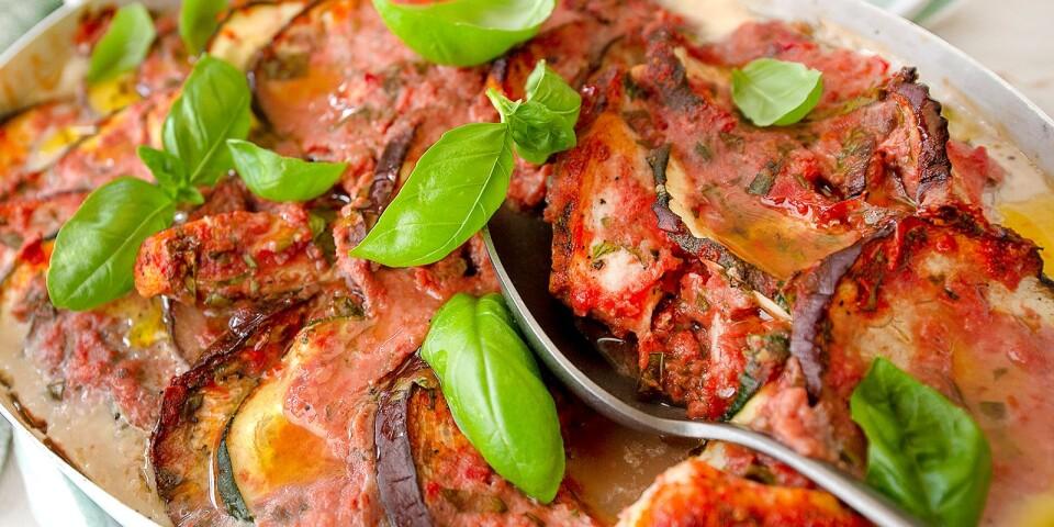 Mustig gratäng med kyckling, tomatsås, paprika, aubergine och zucchini.