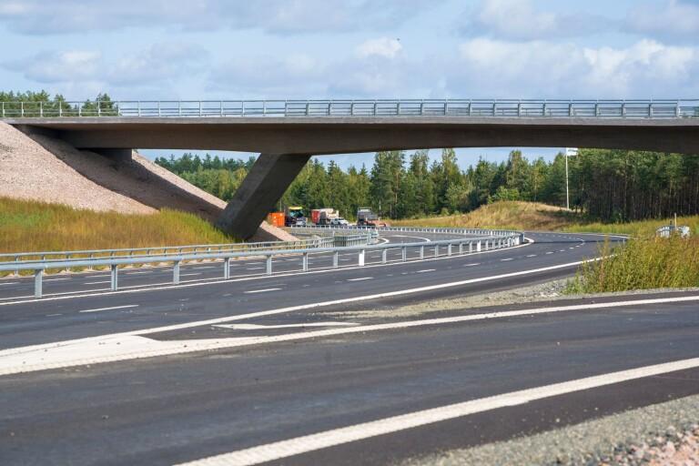Webb-tv: Här kör vi del av nya motorvägen