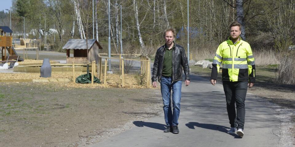 Henrik Arvidsson och Carl Almström vid nya Trollacenter. Trollacenter har kostat 28 miljoner kronor. Boverket ger ett bidrag på halva summan.