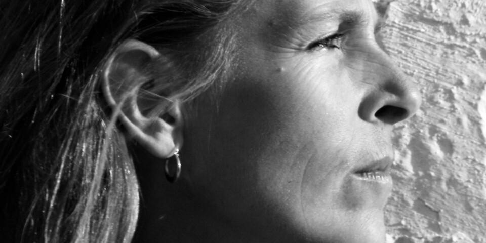 Den absoluta närvaron förenar fotografi med musik, menar Lena Måndotter, som i sommar ställer ut på Skillinge teater.