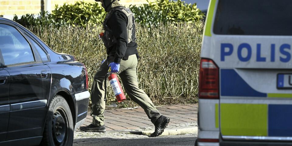Efter larm om en hotfull man spärrades gator i Malmö av. Han greps senare som misstänkt för grovt olaga hot.