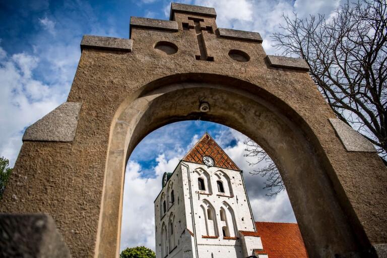 Föreslår samarbete mellan kyrkan och samhällsföreningar