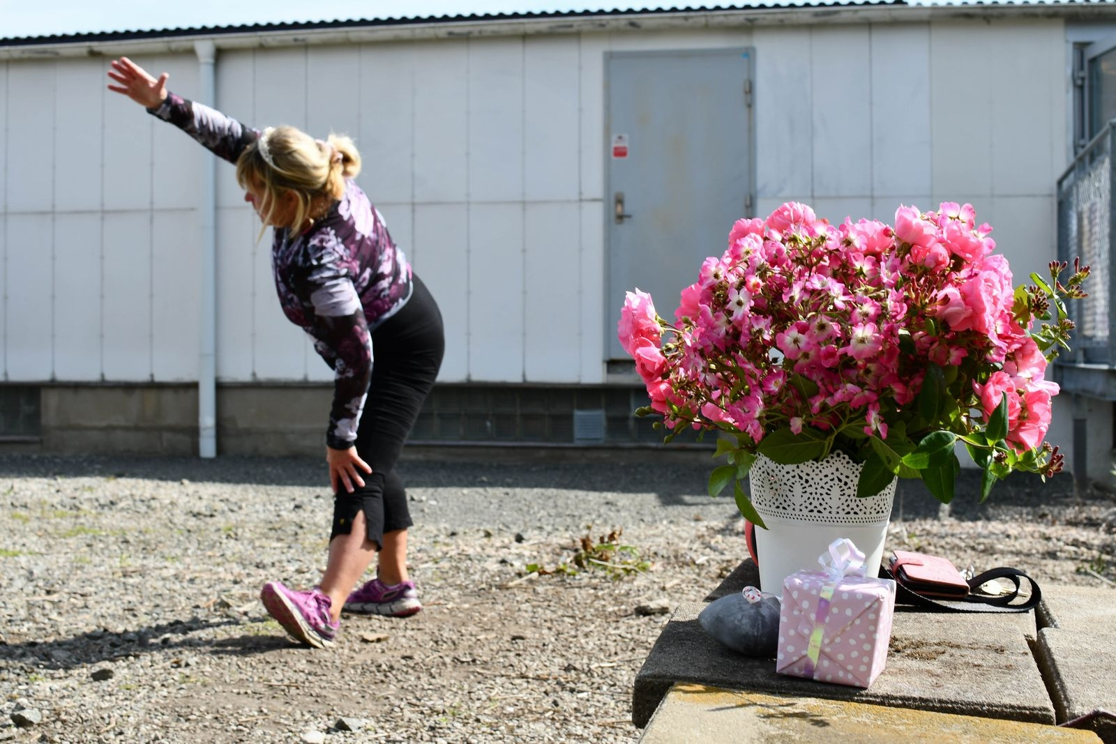 Kronprinsessan Victorias, men framförallt den egna födelsedagen till ära, bar Åsa tiara på tisdagens träningspass. Och blev uppvaktad med både blommor och paket.