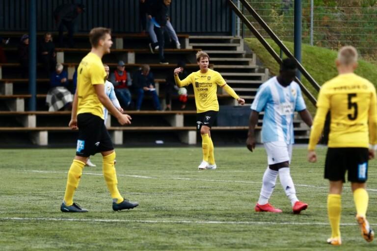 När Dalstorp mötte IFK Hässleholm tidigare i höstas fick bara 50 personer komma in på Dalshov. När de gästas av Oddevold i kvalet till ettan kan upp till 300 åskådare vara på plats.