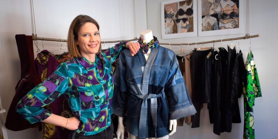 Modedesignern Lotta Niemi arbetar med sitt drömyrke.