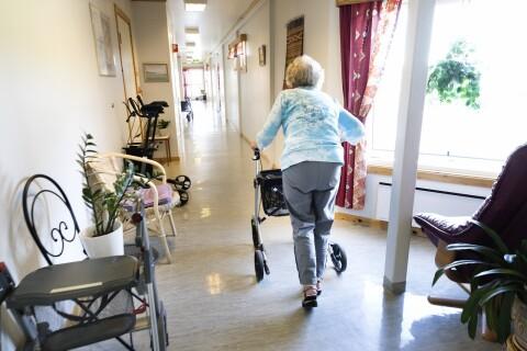 Besöksförbudet på äldreboenden upphör