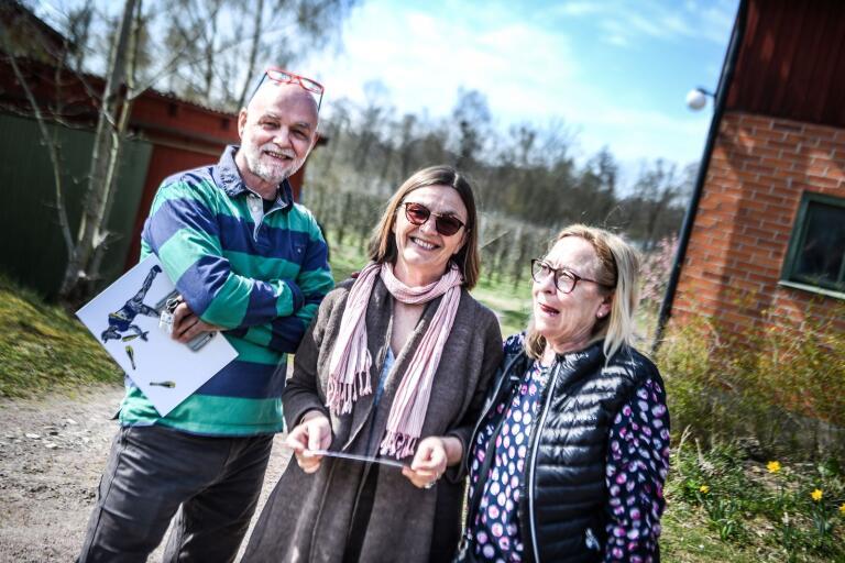 Erik Karlsson, Gunnel Karlsson och Marilyn Karlsson gillar konstrundan i nordöstra Skåne som de ser som lugnare.