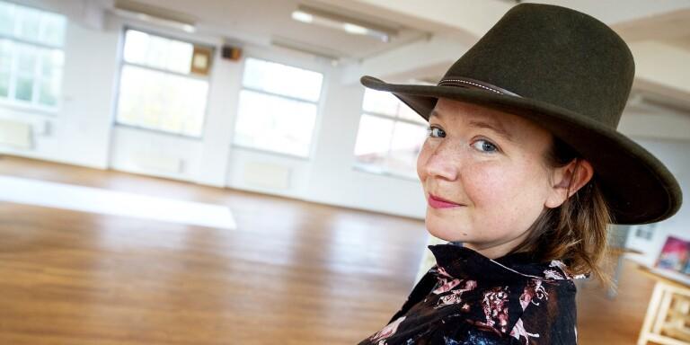 Dansaren Rachel Tess, här i den gamla skofabriken i Knislinge, hoppas att konstrundan på Österlen ska kunna arrangeras som vanligt nästa påsk, men vis av årets inställda runda tas en plan B fram.