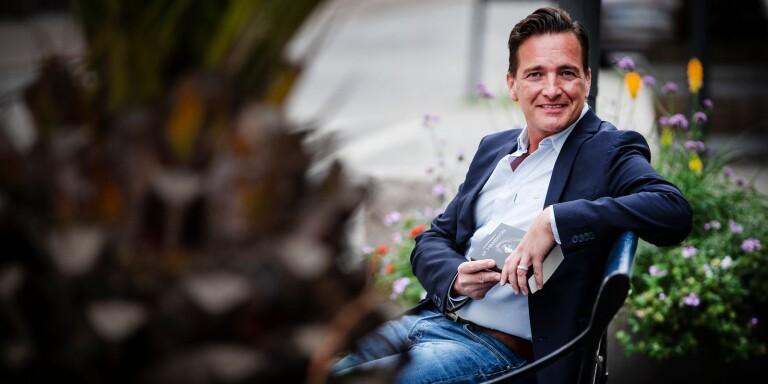 """Fyra år efter del ett är författaren Fredrik Hansson klar med tredje och sista delen av sin Blodsbandskrönika, """"Profetians tid""""."""