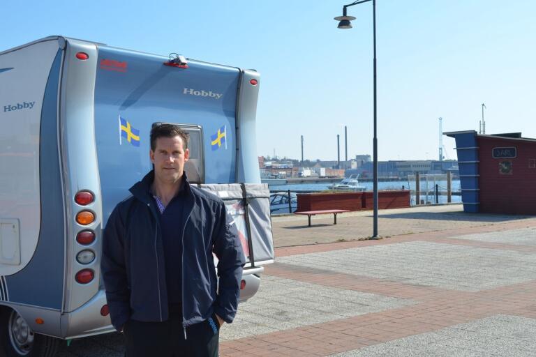 Ronnie Skoglund, som driver Bil & Båtakuten, tar också över driften av gästhamnen och ställplatserna i hamnen.