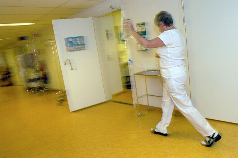 Anställda ska få driva vårdcentraler och sjukhus