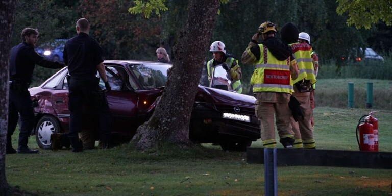 Trafikolycka i Växjö – bil körde in i träd