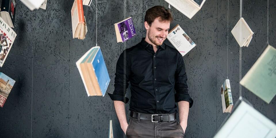 Marek Šindelka är född 1984 och bosatt i Prag. Han debuterade 22 år gammal som poet och har efter det utkommit med två romaner och två novellsamlingar. Idag är han en av Tjeckiens mest uppmärksammade yngre författare.