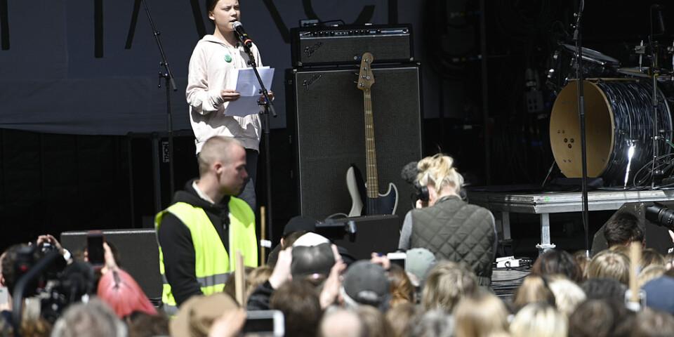 Den svenska klimataktivisten Greta Thunberg håller tal utanför Christiansborg i centrala Köpenhamn under lördagen.