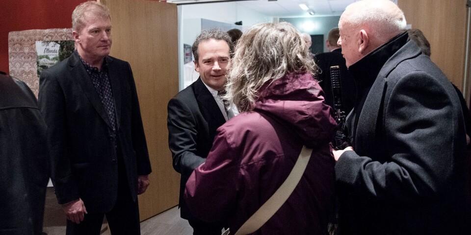 Eddie Hansson, kommunens färske näringslivsutvecklare, och kommunchefen Christer Kratz tog emot i dörren och hälsade gästerna välkomna.