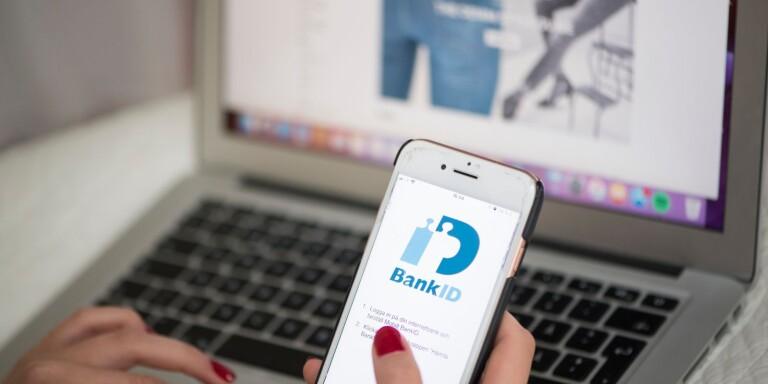 Enligt mannen behövde han kvinnans bank-id för att beställa kläder på nätet. Men i själva verket förde han över drygt 40 000 kronor till sitt eget konto.
