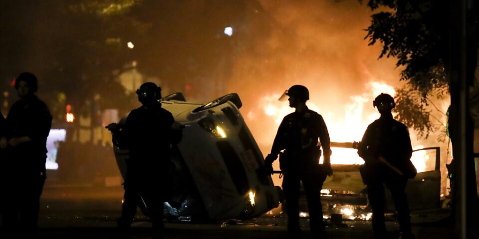 Demonstranter och polis har drabbat samman i närheten av Vita huset i USA:s huvudstad Washington DC.