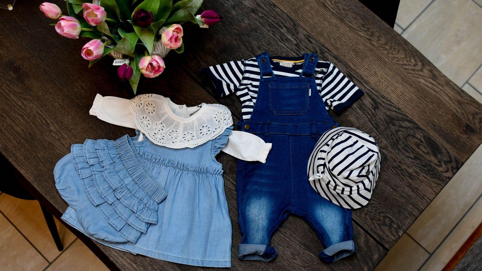 På Babyhörnan finns inte bara barnvagnar och bilstolar, utan mycket annat som underlättar och sätter guldkant på småbarnsåren. På bilden söta kläder från Pippi och Minymo.