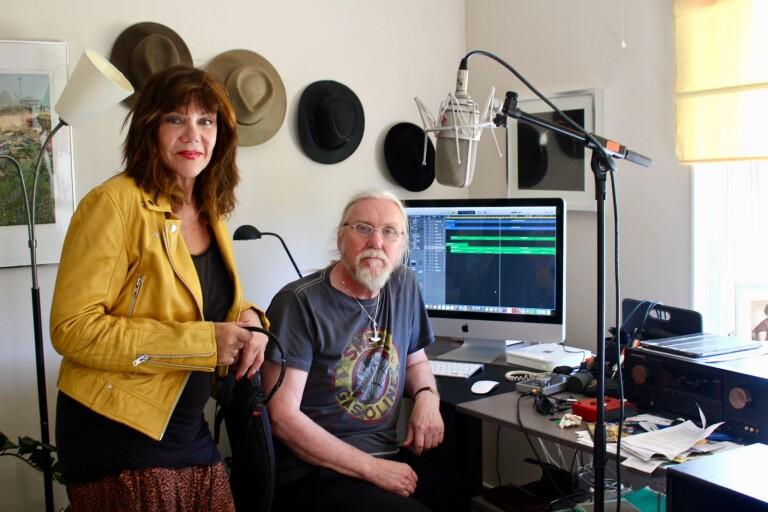 Han gör filmmusik hemma i studion på Öland