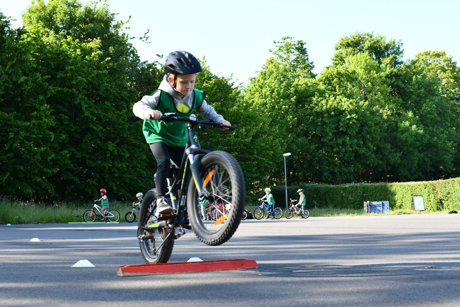 Theodor Eklinder från Tomelilla tycker det är jättekul att cykla MTB.