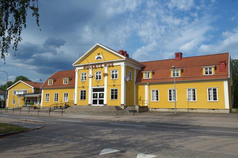 Kommunstyrelsen vill att Lessebo kommun ska köpa Folkets hus i Lessebo.
