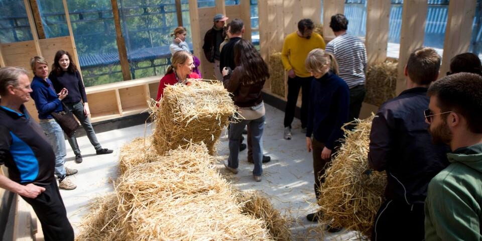 Den 29 oktober till 1 november ges tillfälle att lära sig mer om halmbalshus på Ecotopia.